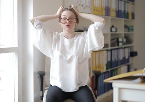 Kvinde på kontor