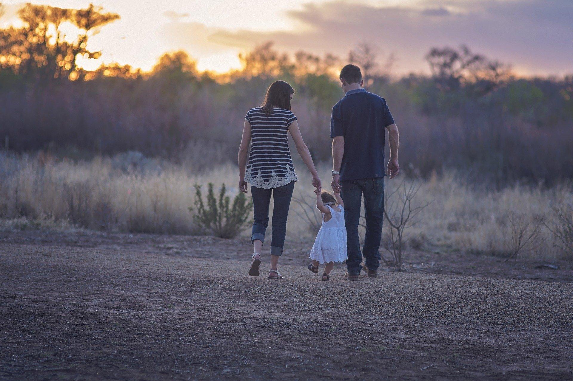 Familie går en tur
